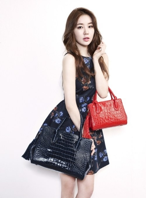 yoon eun hye teams up with samantha thavasa to design grace handbag