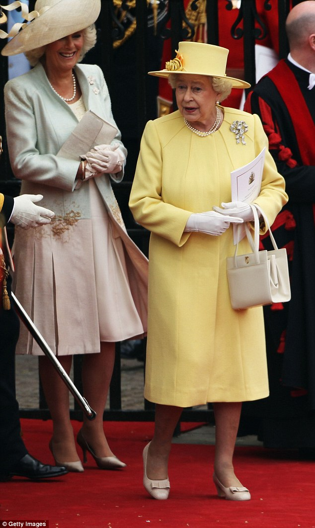 Queen Elizabeth II seen with Launer's cream colored Lisa Handbag at Willaim and Kate's Grand Wedding in 2011. Courtesy: dailymail.co.uk